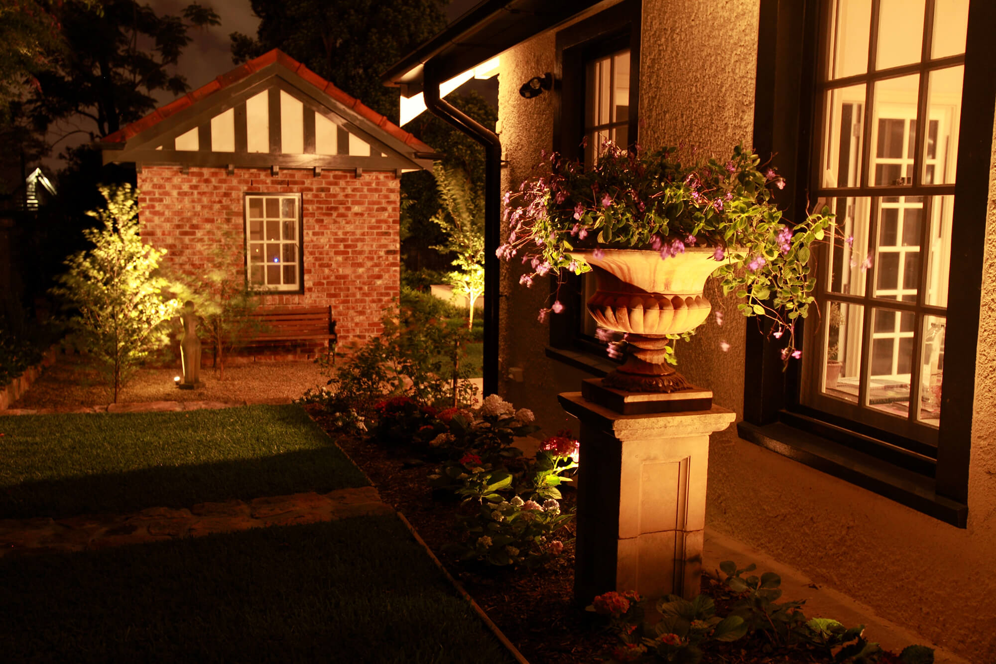 clayfield traditional walkway lighting