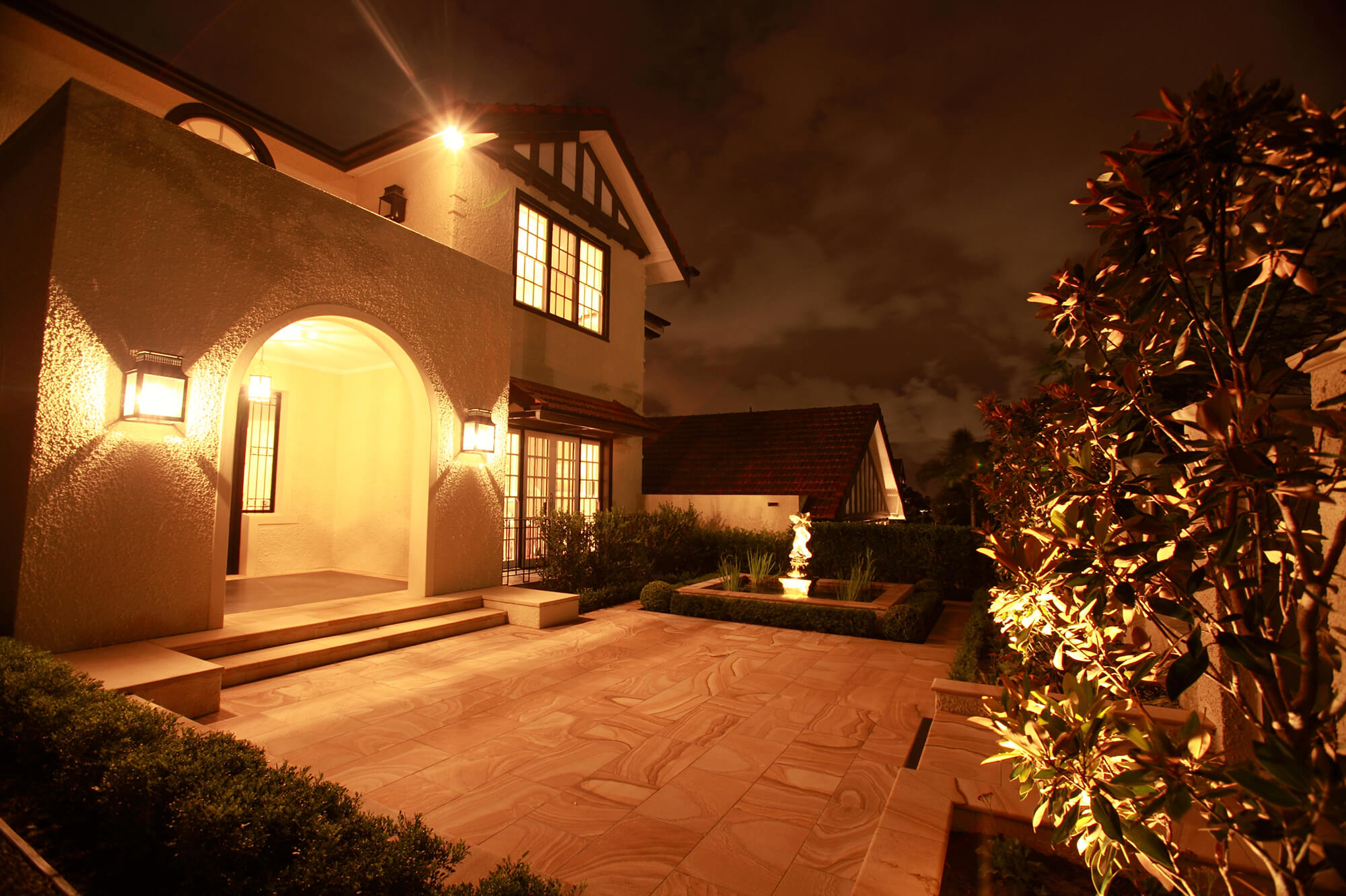 clayfield traditional courtyard lighting