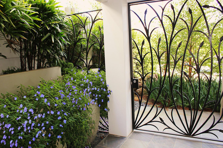 taringa decorative gates and gardenbeds